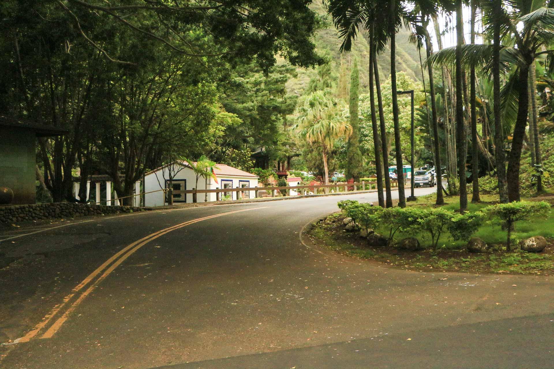 Kepaniwai-road-entrance